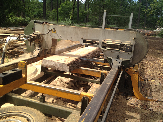 Découpe des planches de bois